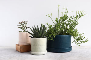 ROUND PLANTER WITH PLATE SEAFOAM