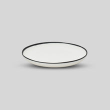 Load image into Gallery viewer, BLACK RIM DINNER PLATE
