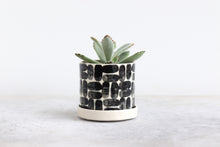 Load image into Gallery viewer, ROUND PINCHED PLANTER IN BRICK, SMALL