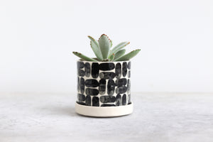 ROUND PINCHED PLANTER IN BRICK, SMALL
