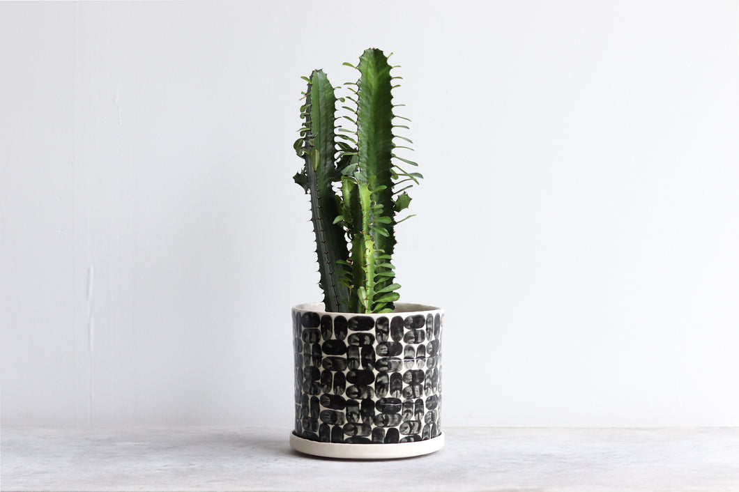 ROUND PINCHED PLANTER IN BRICK, X-LARGE