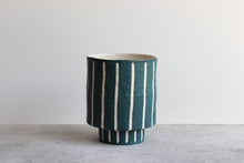 Load image into Gallery viewer, MEDIUM PINSTRIPE PLANTER SWELL
