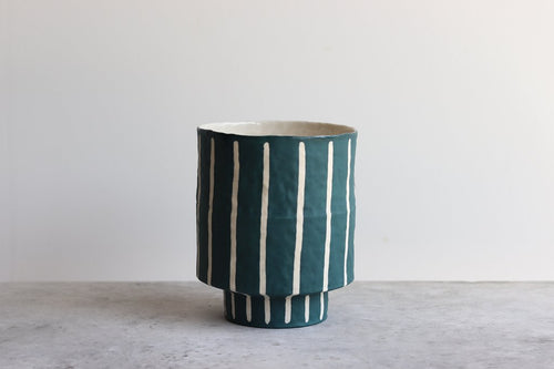 MEDIUM PINSTRIPE PLANTER SWELL