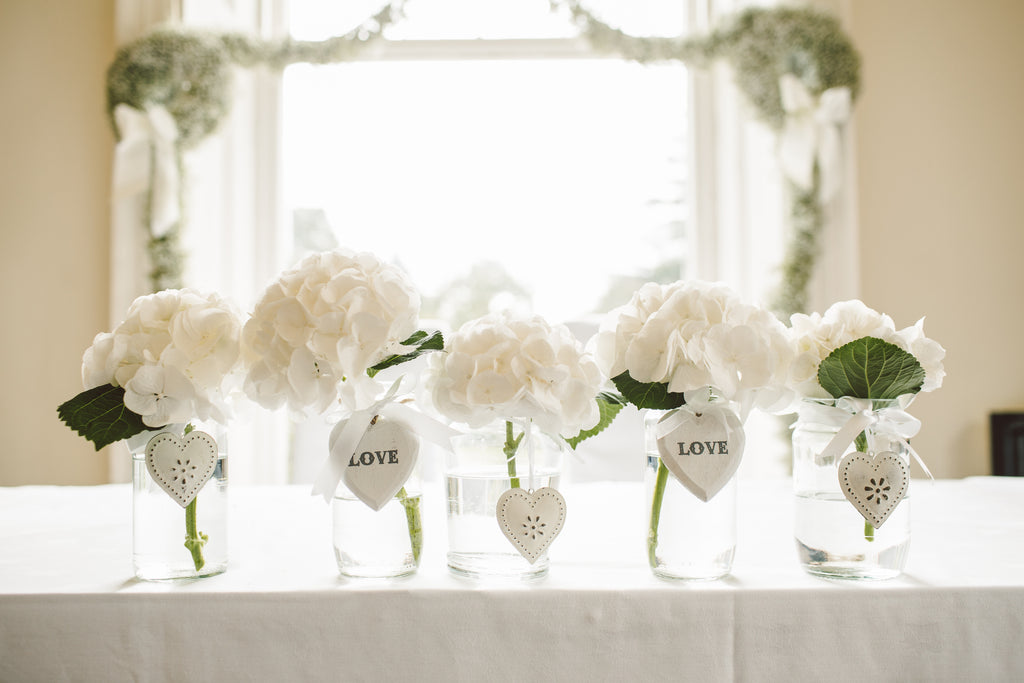 11 Online Stores Buy Used Wedding Decor