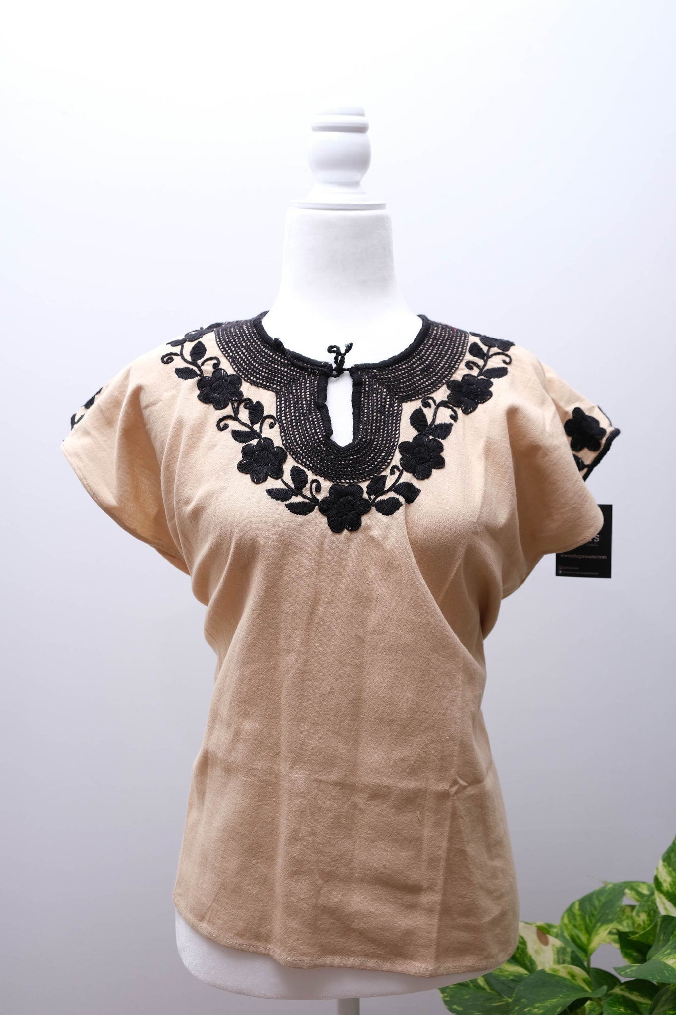 Manta Blouse with Embroidery-L