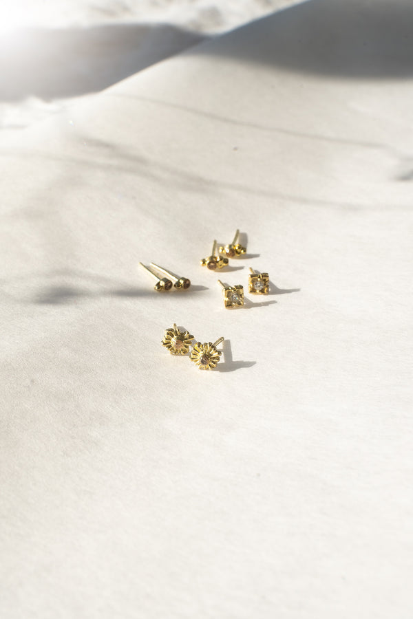 BEHIND THE SUN STUDS GOLD - CHAMPAGNE