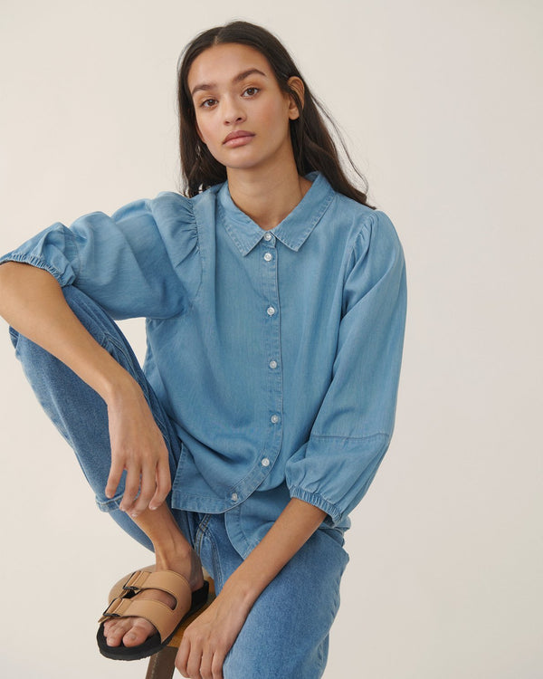 JAINA 3/4 SHIRT - LIGHT BLUE WASH