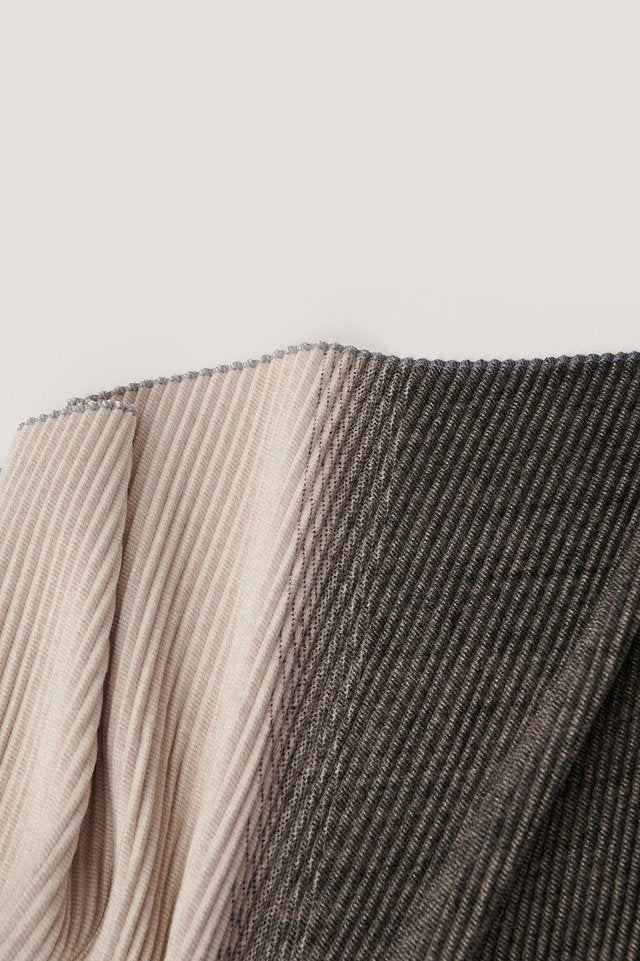 PLEATED BLANKED SCARF - GREY