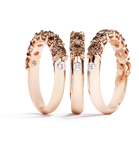 Wedding bands with champagne-coloured diamonds