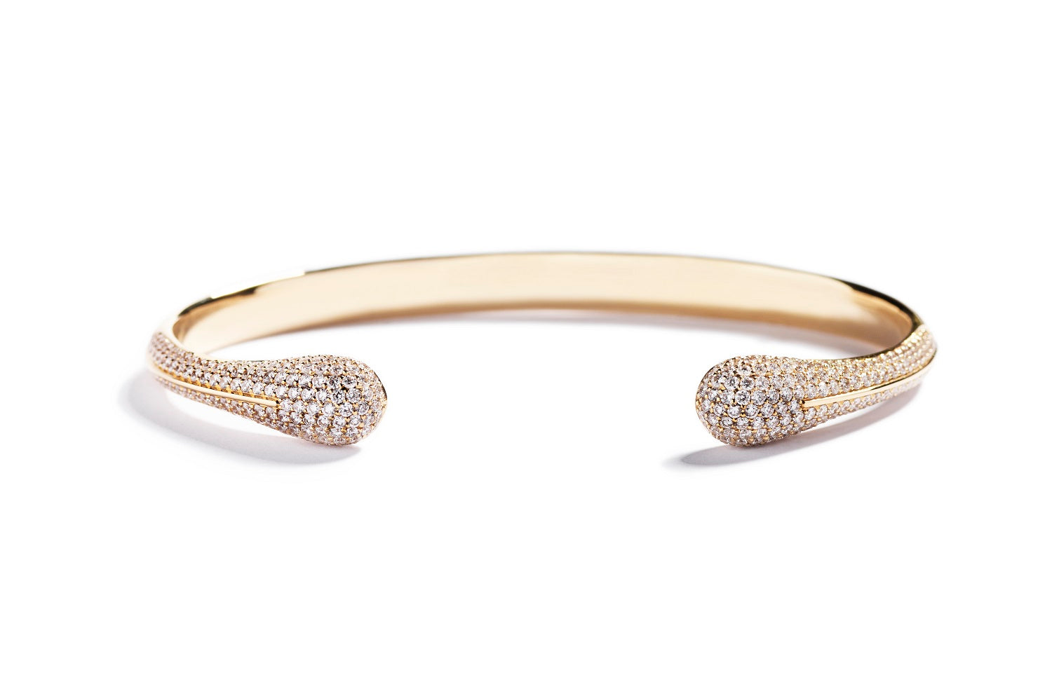 Signature bangle in 18k yellow gold with brilliant cut diamonds