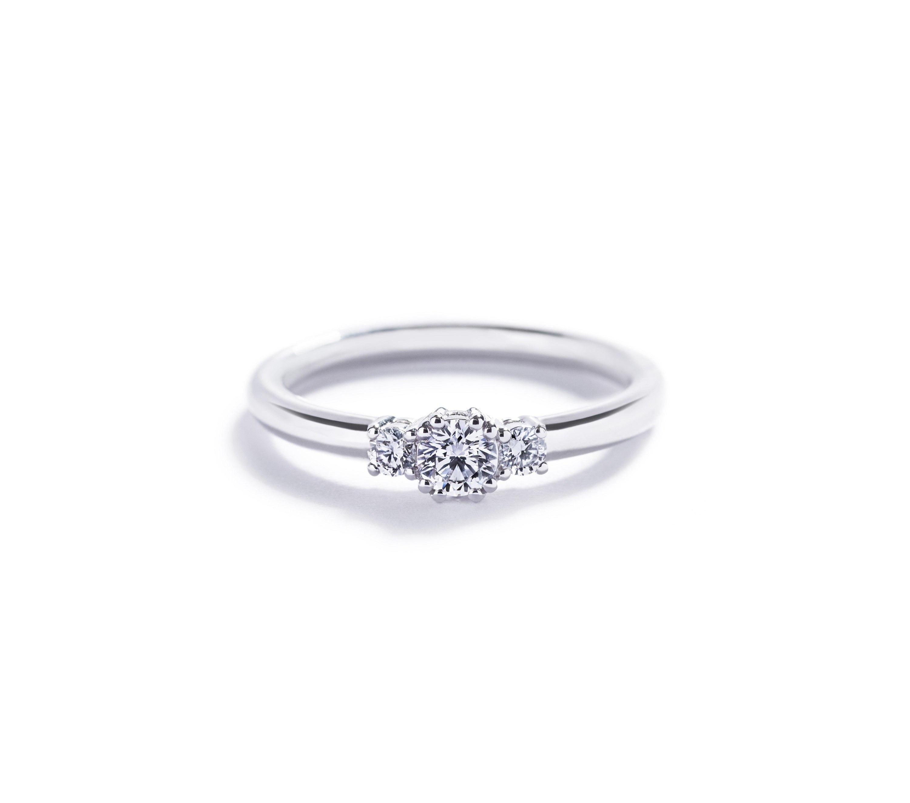 """Copenhagen Love"" 3-stens ring i 18 kt. hvidguld med 0,20 ct. brillant"