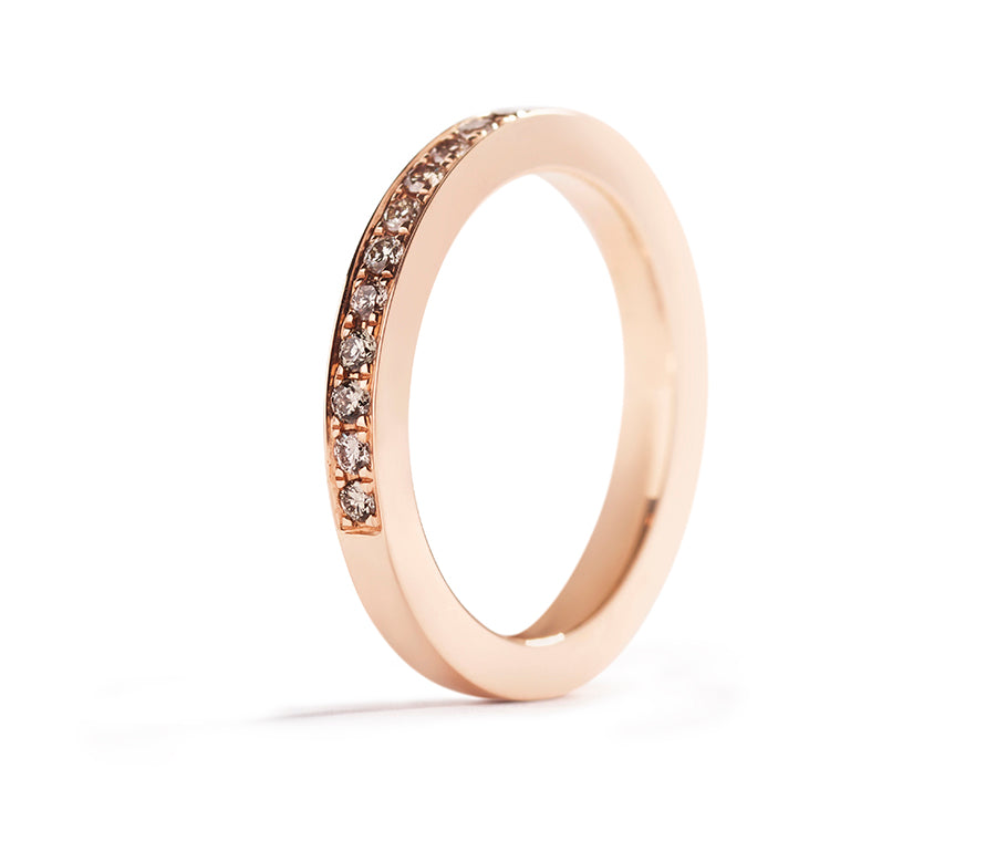 Alliancering med 0,28 ct. Argyle Champagne diamanter