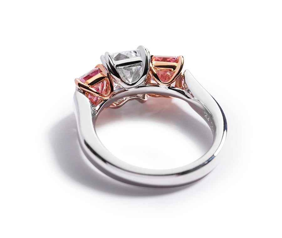 """The Otto"" - diamantring med radiant-cut Argyle Pink diamanter"