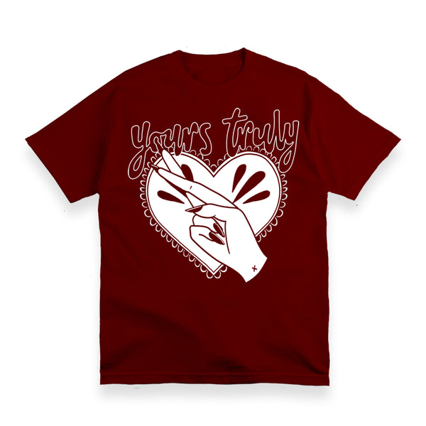 FINGERS CROSSED HEART MAROON T-SHIRT