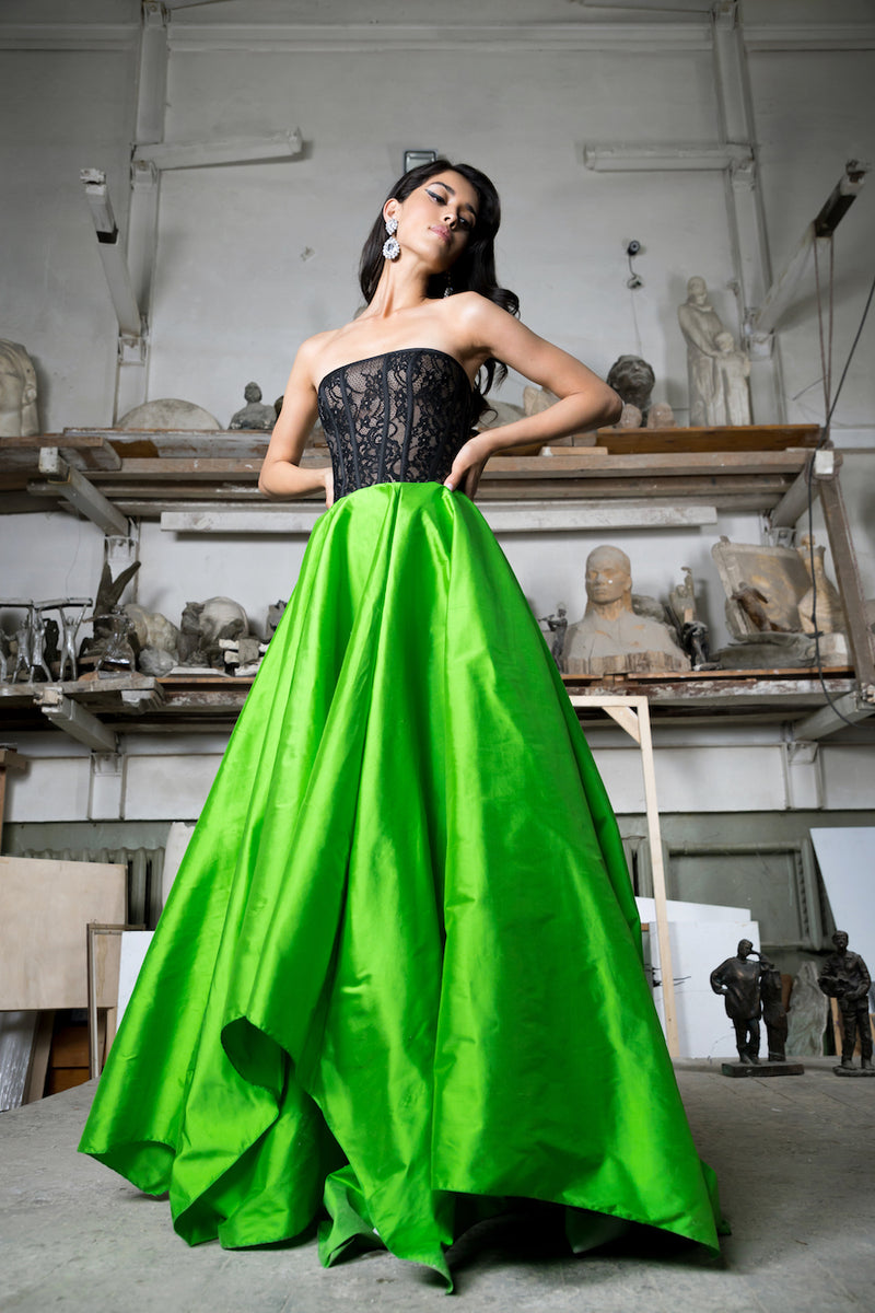 SILK AND LACE CORSET GOWN WITH  VOLUMINOUS SKIRT