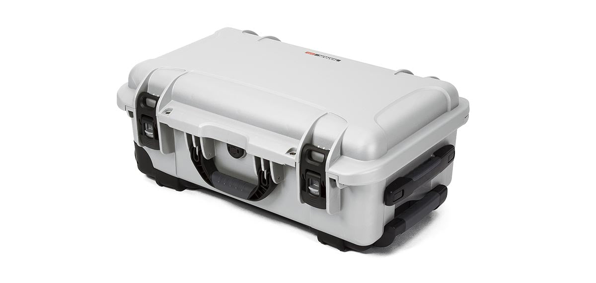 Nanuk 935 in Silver with Retractable Handle