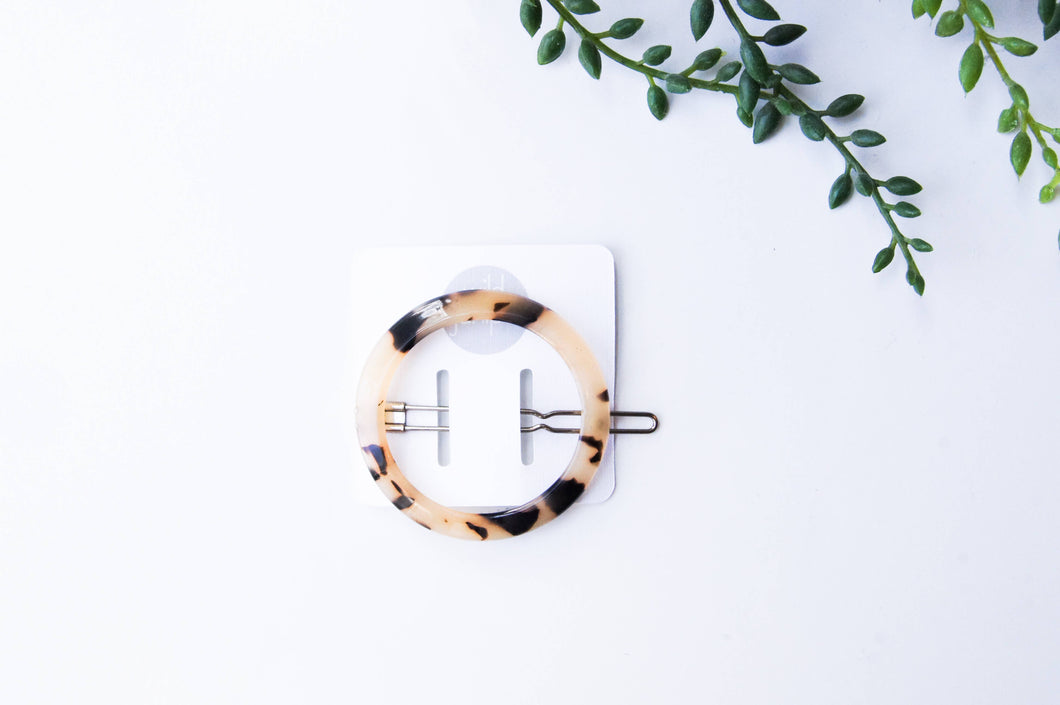 Wild Juniper - Adult Barrette - Blonde Tortoise Shell Circle Clip