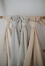 Afbeelding in Gallery-weergave laden, Mushie, swaddle - blue stripes