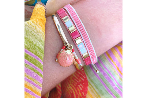 Bilimbi Coral Shell Charm Bangle