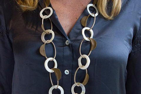 Elli Long Leather Necklace with Pearl White Shell and Cord Circular Linked Chain
