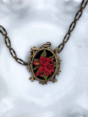 Vintage Black Velvet Rose Pendant Necklace :: The Rosa Noir Necklace