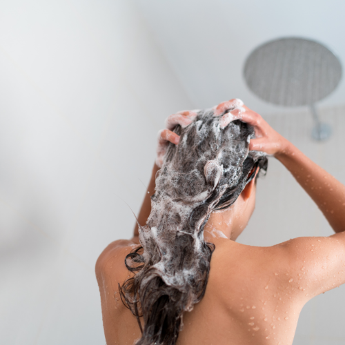 "<span class=""multi"" lang=""de"">Haarausfall: Warum und wie Sie Ihre Locken richtig pflegen können. Teil 2: Cleansing </span><span class=""multi"" lang=""en"">Haarloss: Reasons and how to take care of your curly hair. Part 2: Cleansing</span>"
