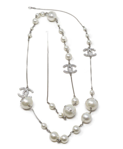 michaels luxury consignment Chanel faux pearl necklace