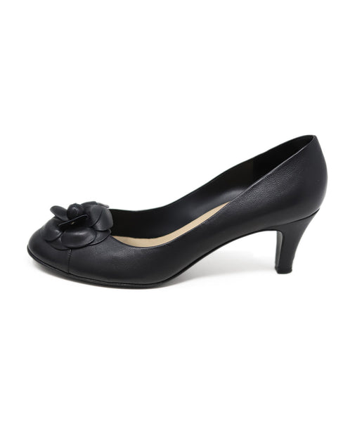 "Chanel Leather Camellia ""as is"" Black Shoes 2"