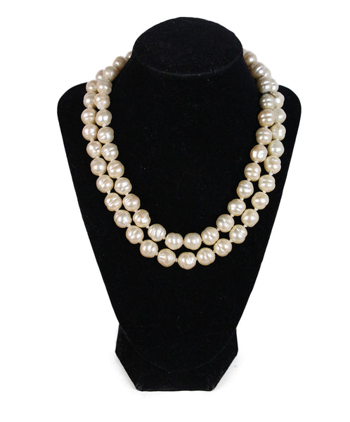 Chanel Vintage Ivory Pearl Necklace 1