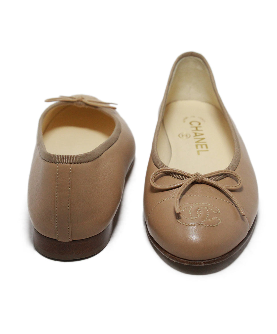 Chanel beige leather flats 3