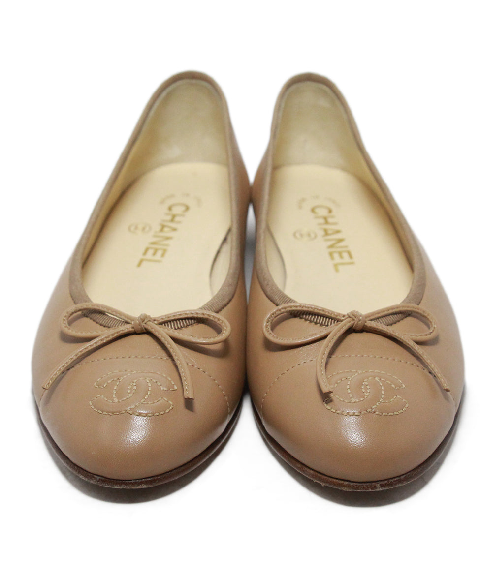 Chanel beige leather flats 4