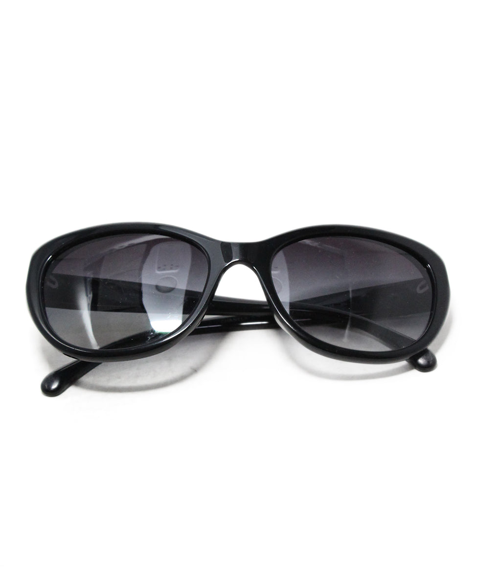 Chanel black plastic white enamel flower trim sunglasses 1