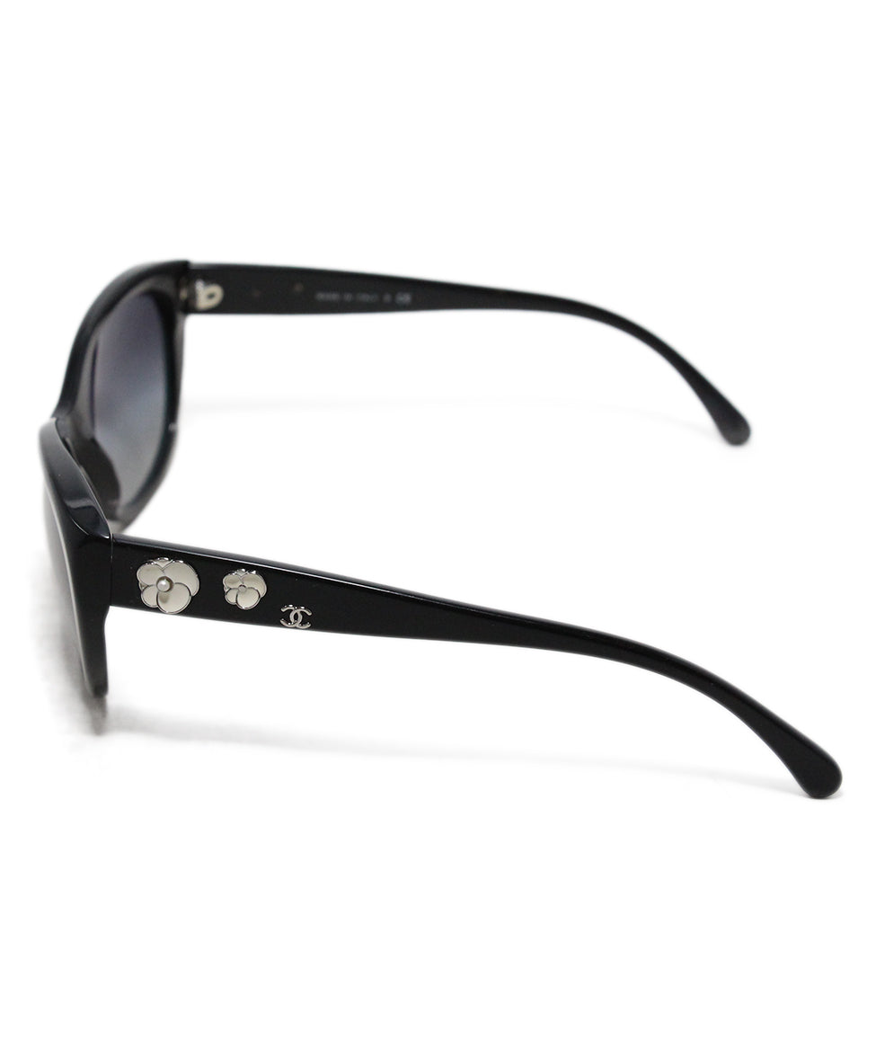Chanel black plastic white enamel flower trim sunglasses 3