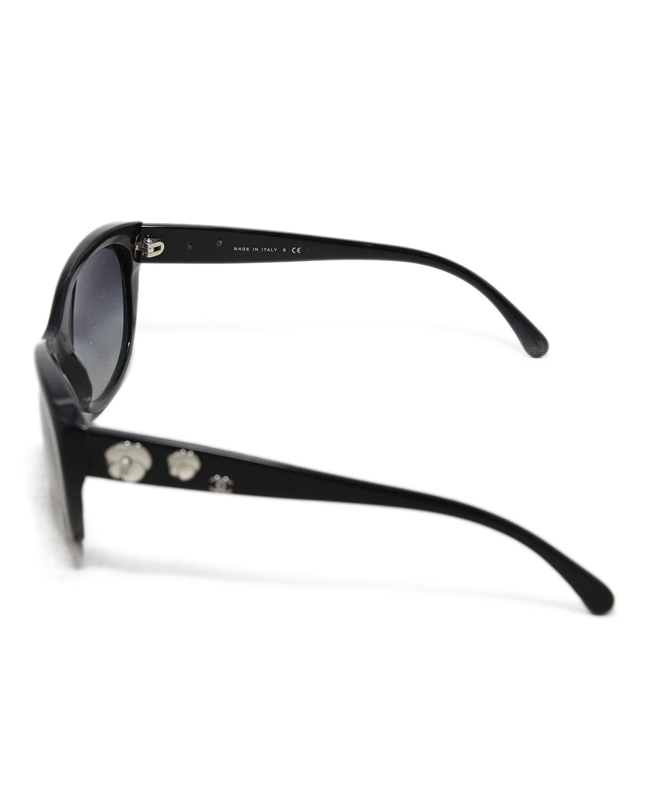 Chanel black plastic white enamel flower trim sunglasses 4