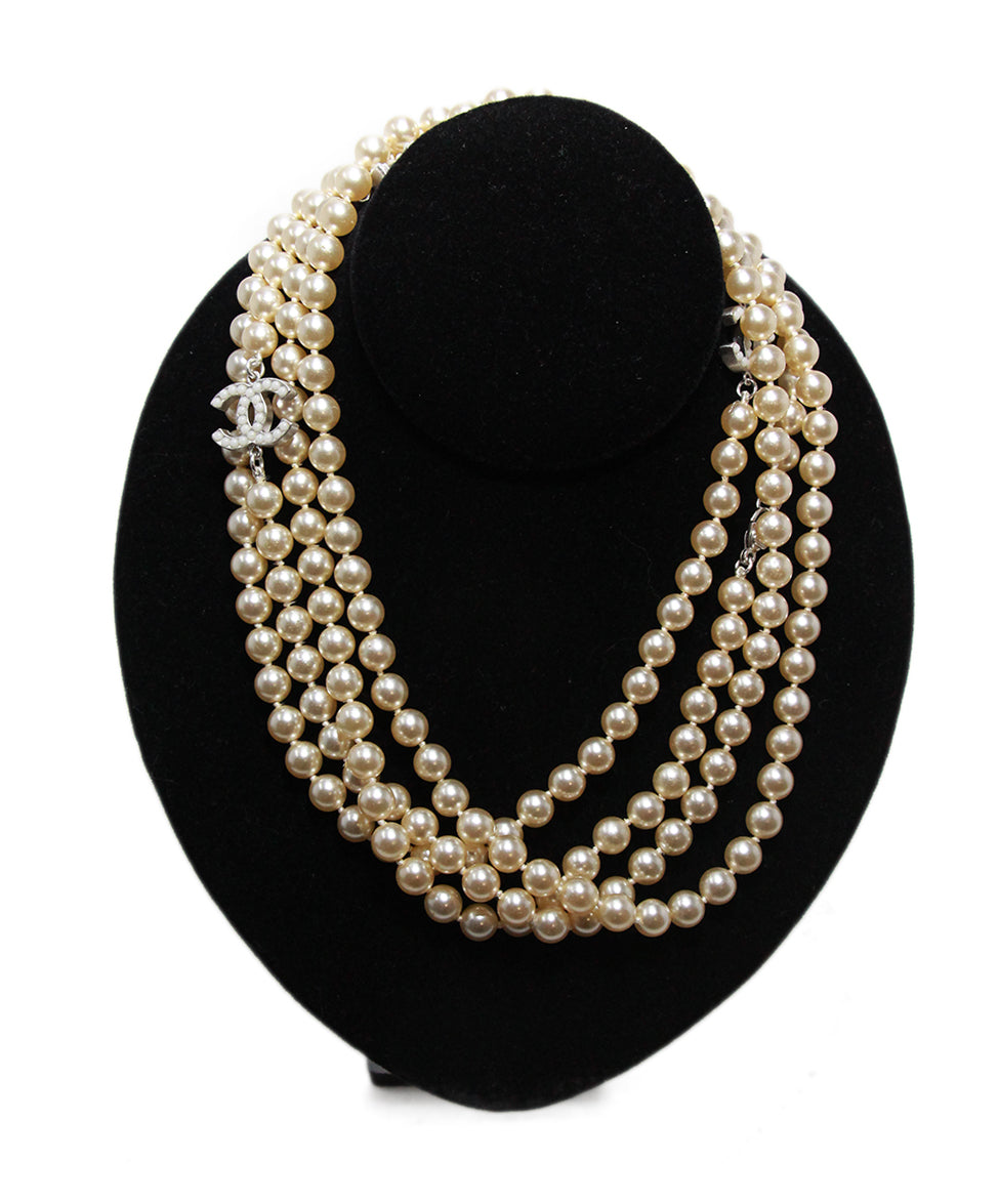 Chanel ivory pearl necklace 1