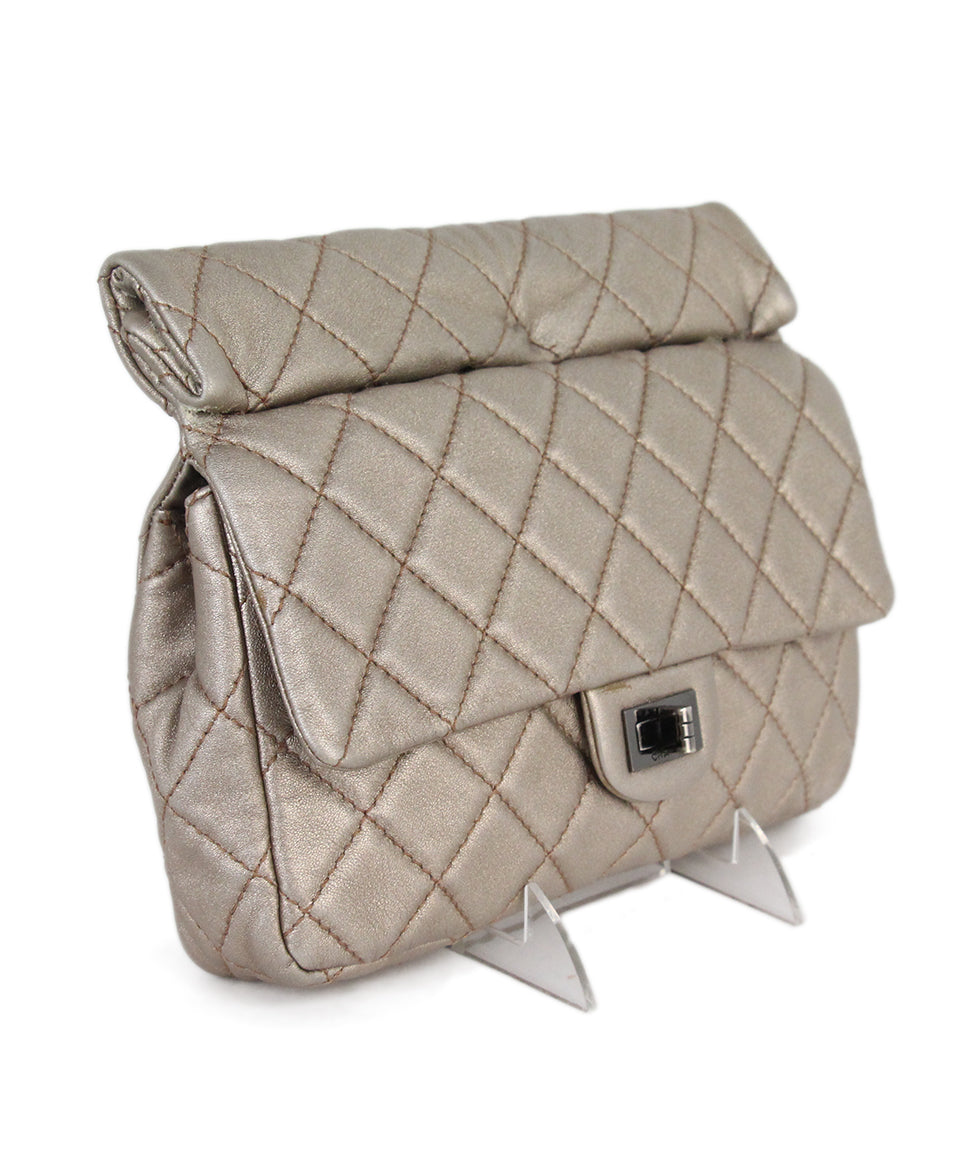 Chanel metallic gold quilted leather clutch 2
