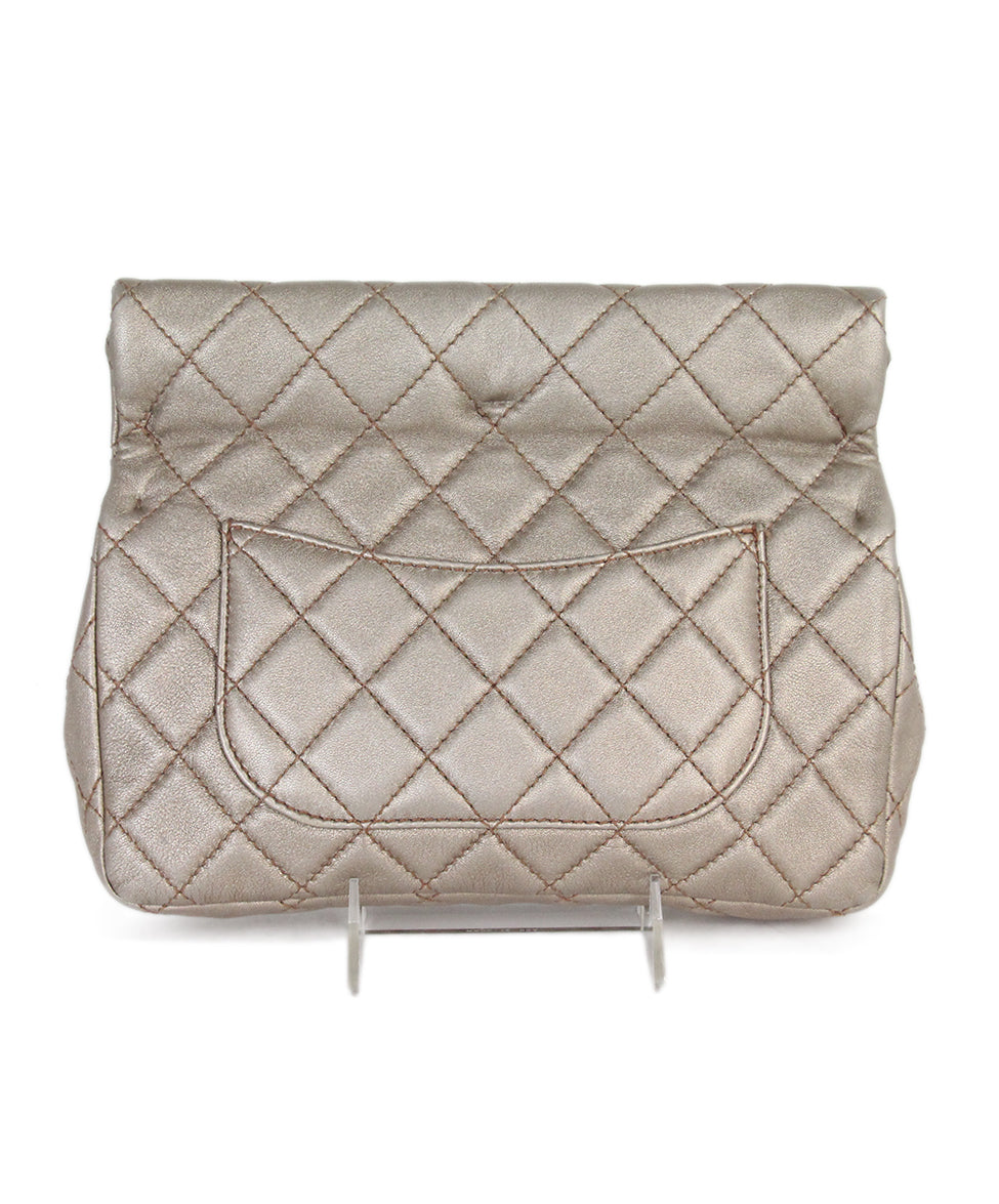 Chanel metallic gold quilted leather clutch 3