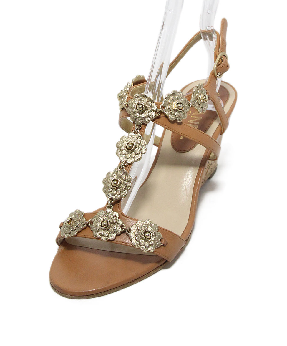 a7f337e88b1f Chanel Tan Leather Gold Flower Hardware Cork Wedge Sandals Sz. 38 ...