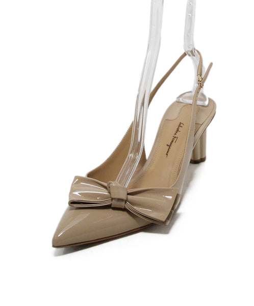 Ferragamo Neutral Beige Patent Leather Bow Detail Heels 1