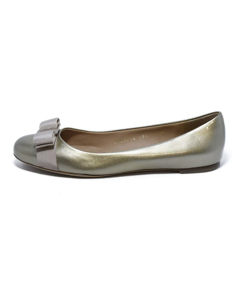 Ferragamo Patent Leather Gold Flats sz. 8.5 | Ferragamo