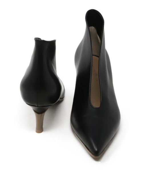 Gianvito Rossi Black Leather Kitten Heel 3