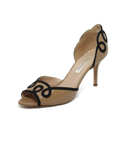 Oscar de la Renta Beige Patent Leather Black Trim Heels 1
