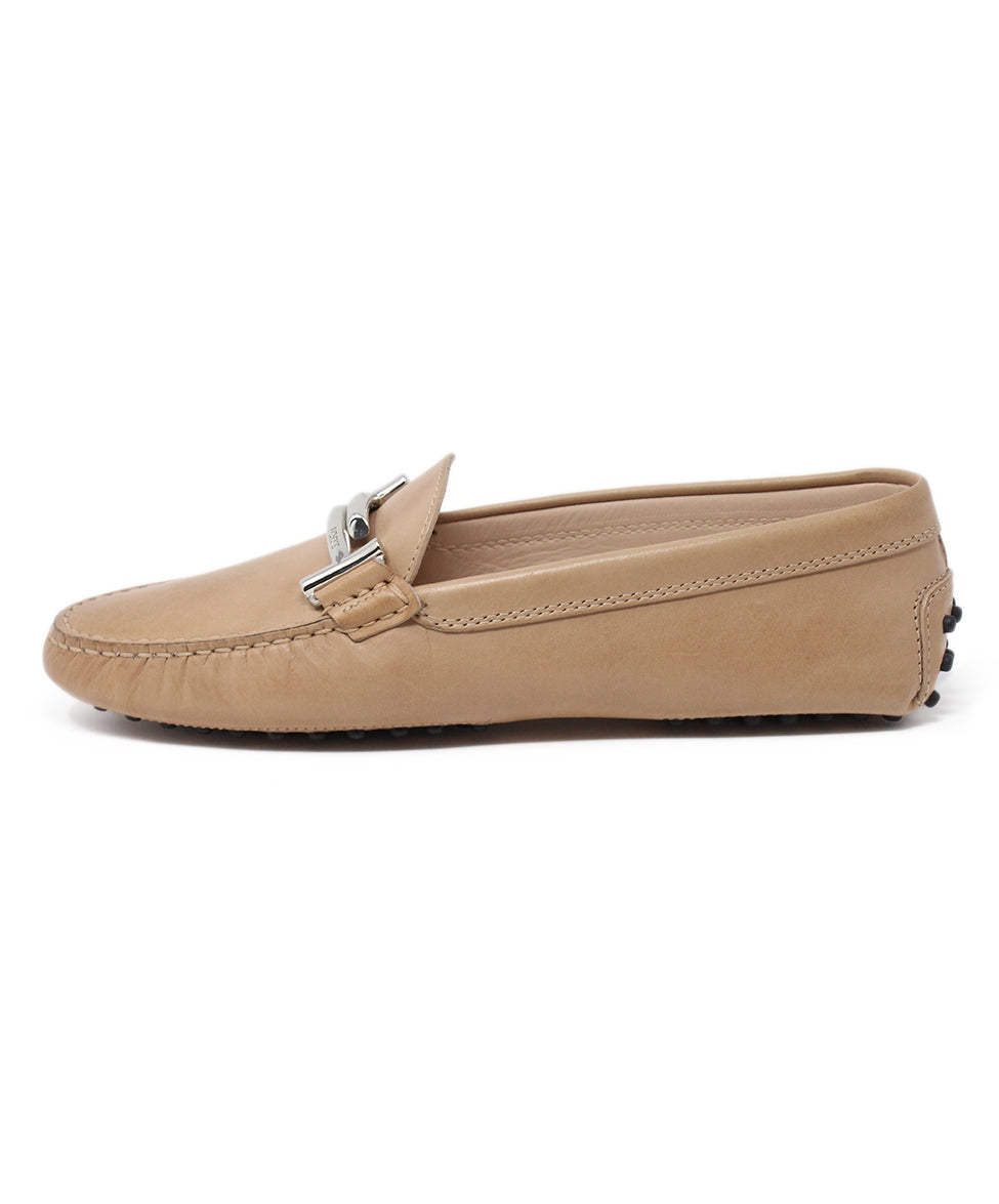 Tod's Tan Leather Flats 2