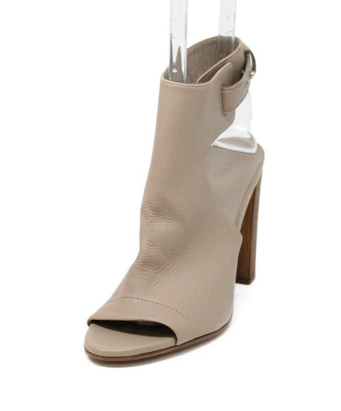 Vince Nude Leather Sandals