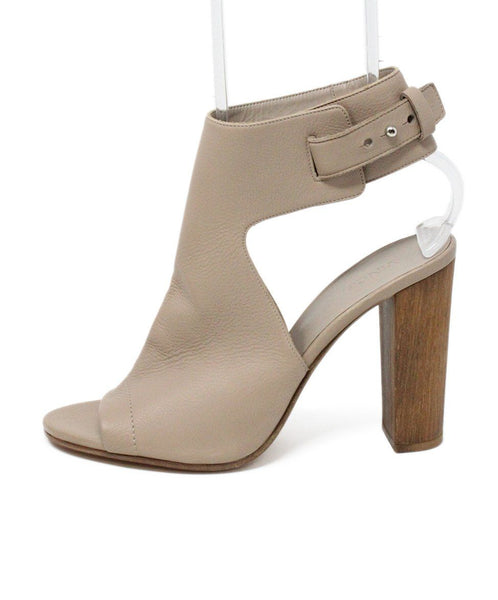 Vince Nude Leather Sandals 1