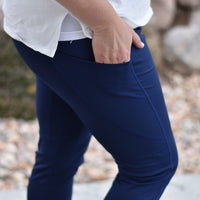 Active Capri in Navy Blue