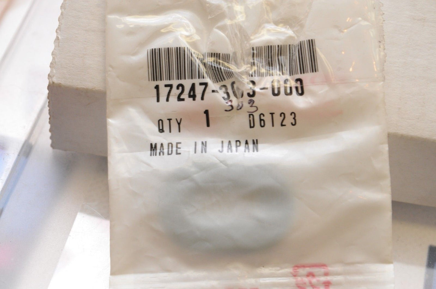 NEW NOS OEM HONDA 17247-303-000 GROMMET A, AIR CLEANER HOUSING CB550 CB750 XL++ - Motomike Canada
