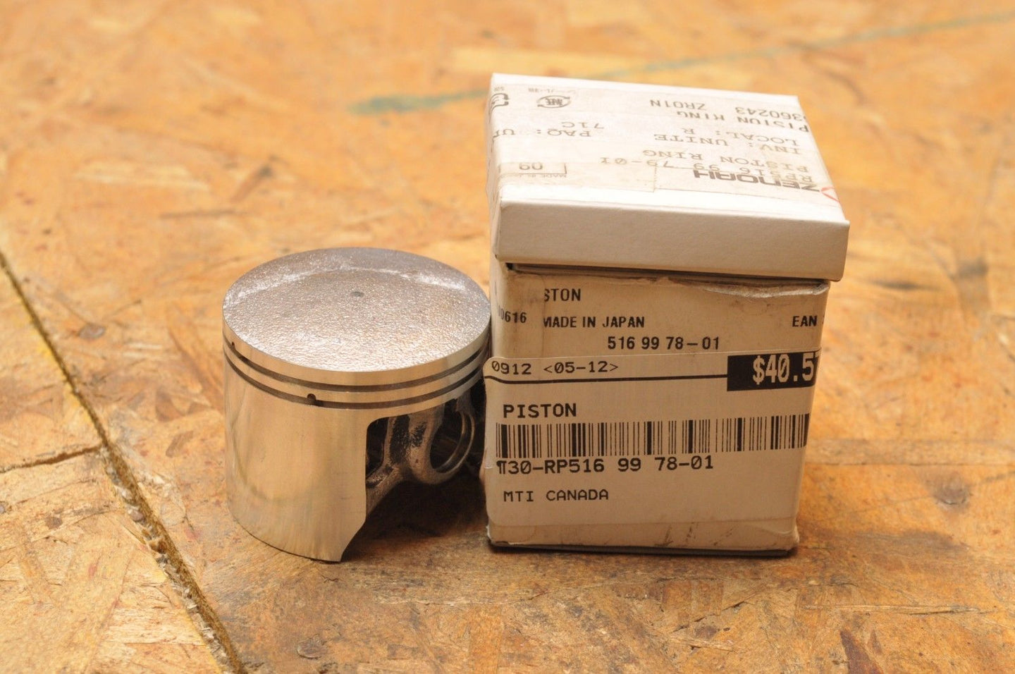 NEW NOS MTI PISTON - (HUSQVARNA?) 516 99 78-01 / 72880 WITH RINGS