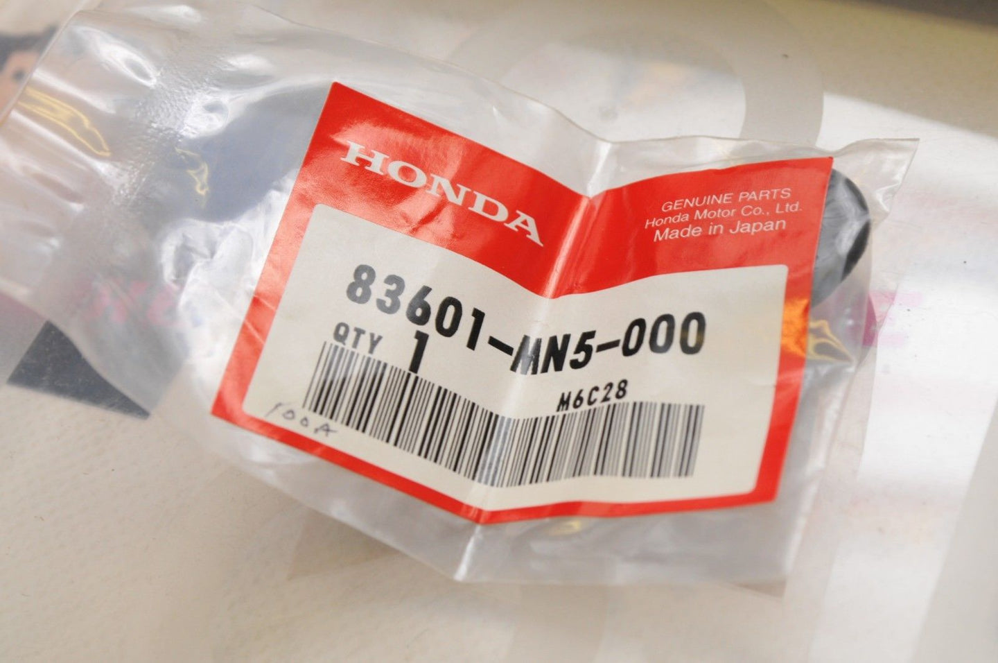 NEW NOS OEM HONDA 83601-MN5-000  GROMMET, SIDE COVER - FIARING SIDE COVER GL1500 - Motomike Canada
