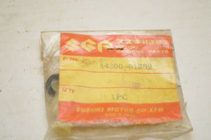 NOS GENUINE SUZUKI 44300-01882 INSERT, FUEL COCK SET - PETCOCK TS50 OR50 +